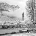 lecco e neve in black and white